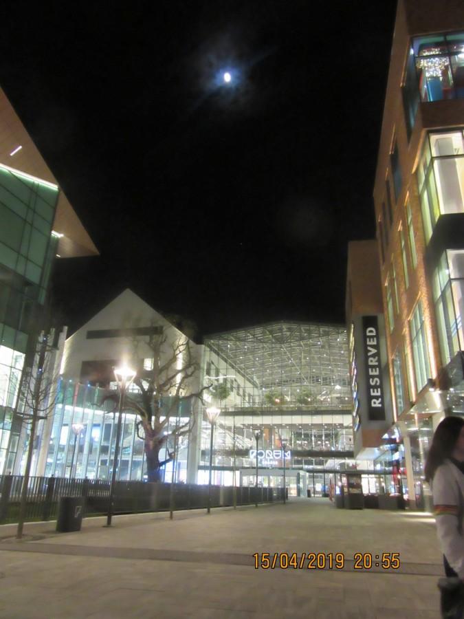 Mond über dem Forum Danzig